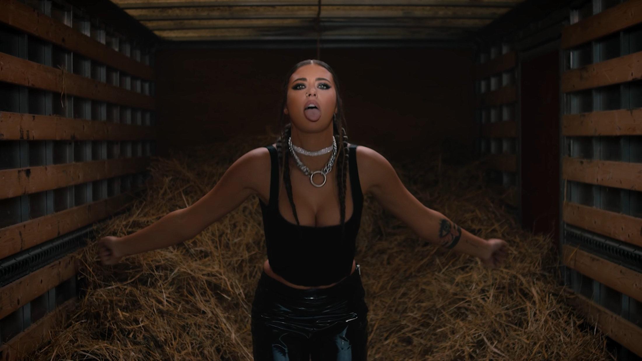 ANTONIA X Yoss Bones - Dinero Official Video 0-45 Screenshot
