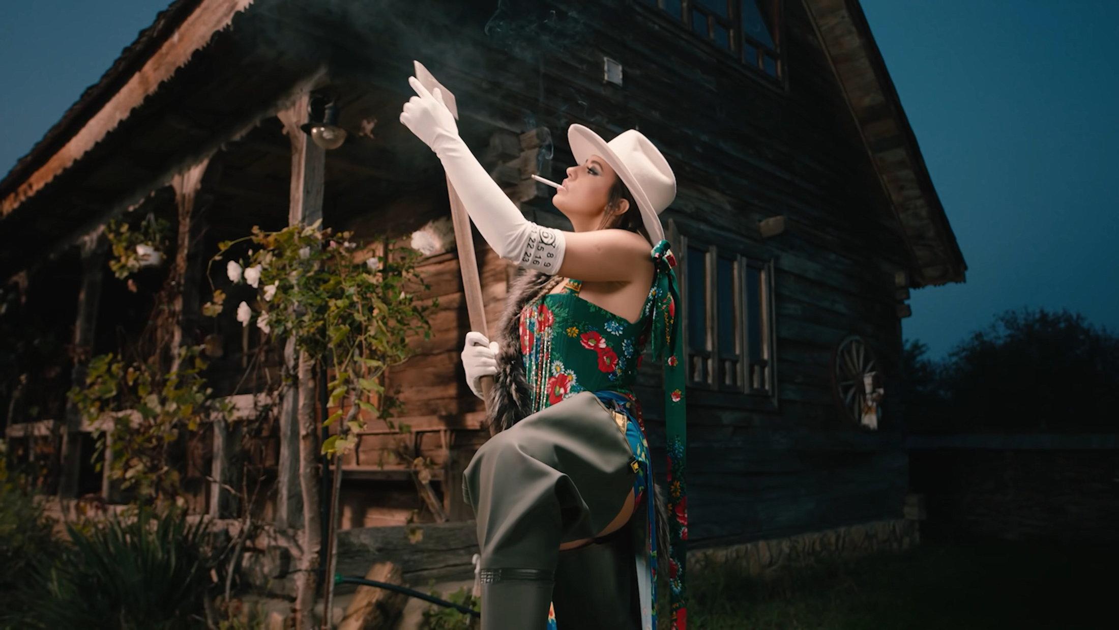 ANTONIA X Yoss Bones - Dinero Official Video 1-10 Screenshot (1)