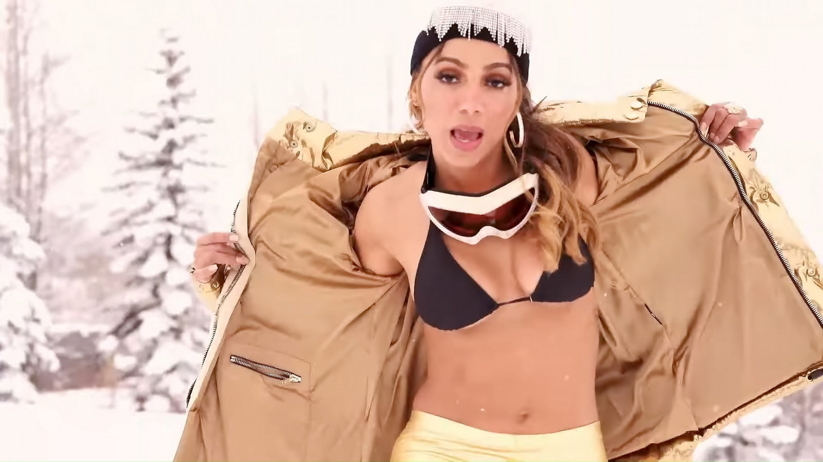 Anitta - Loco Music Video Screenshot