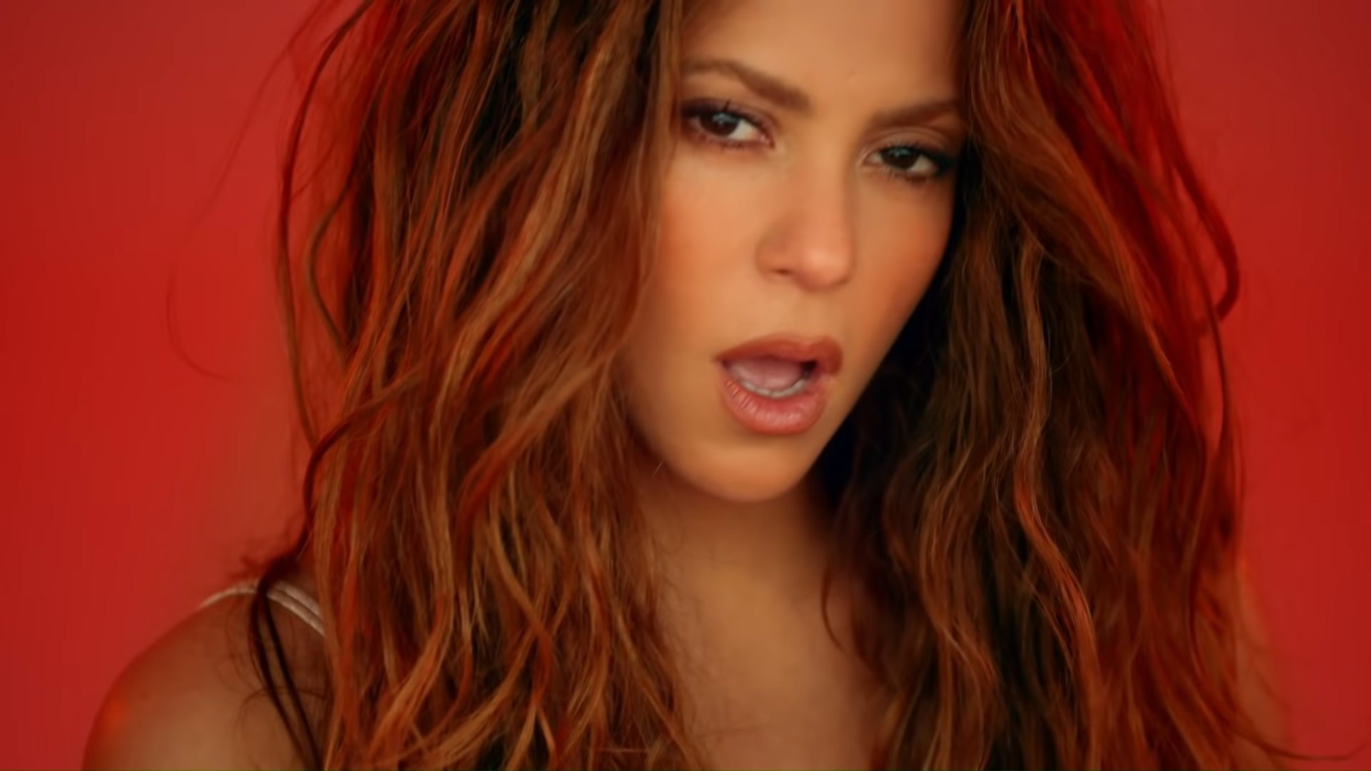 Black Eyed Peas, Shakira - GIRL LIKE ME (Official Music Video) 0-31 Screenshot