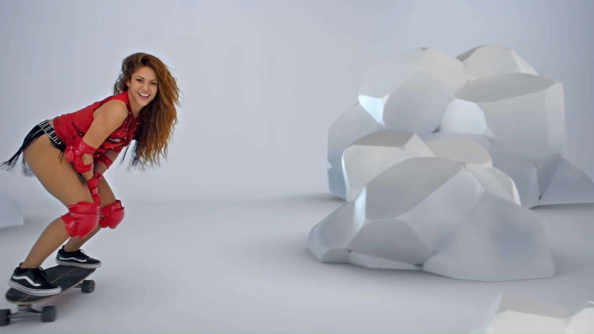 Black Eyed Peas, Shakira - GIRL LIKE ME (Official Music Video) 1-54 Screenshot