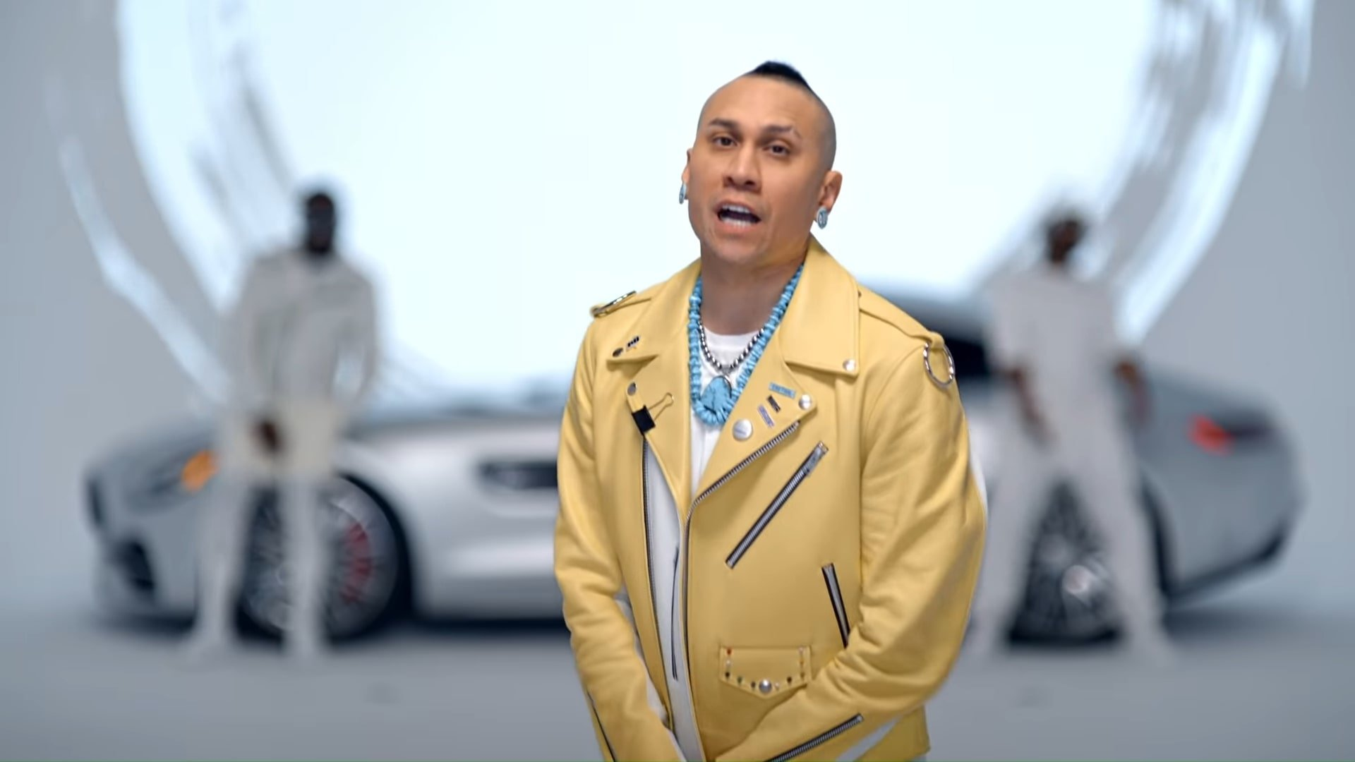 Black Eyed Peas, Shakira - GIRL LIKE ME (Official Music Video) 1-57 Screenshot (1)