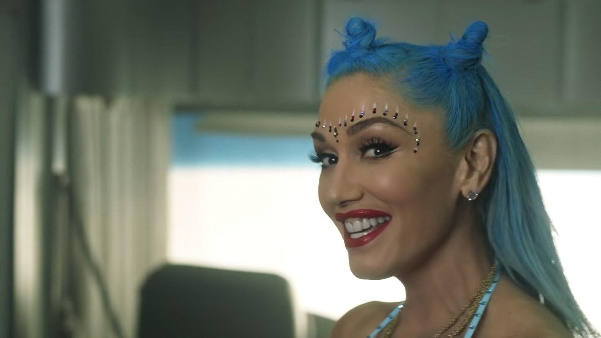 Gwen Stefani - Let Me Reintroduce Myself (Official Video) 2-25 Screenshot