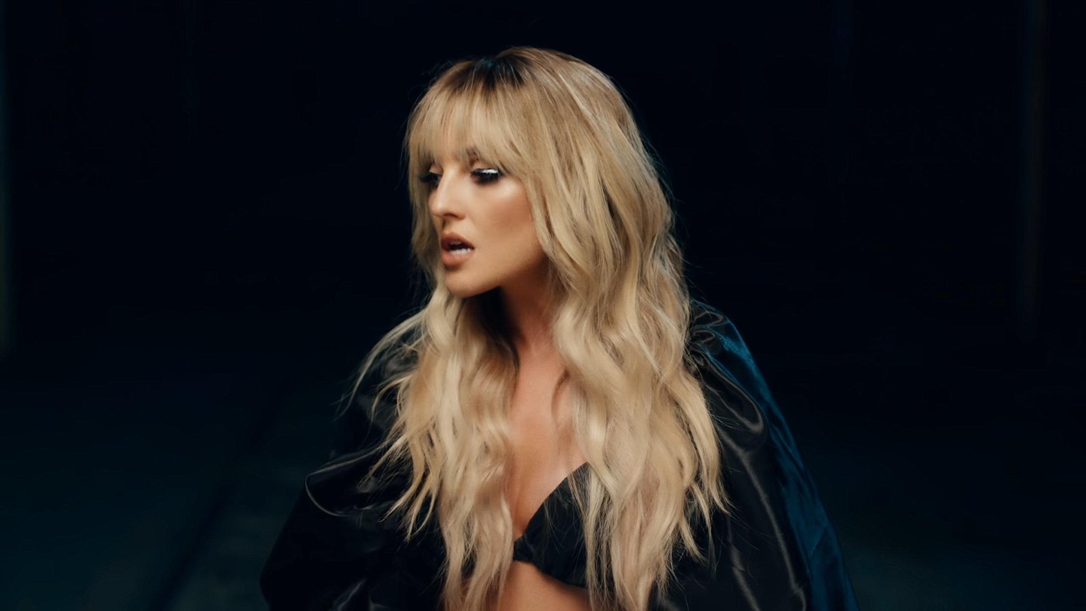 Little Mix - Sweet Melody (Official Video) 2-2 Screenshot