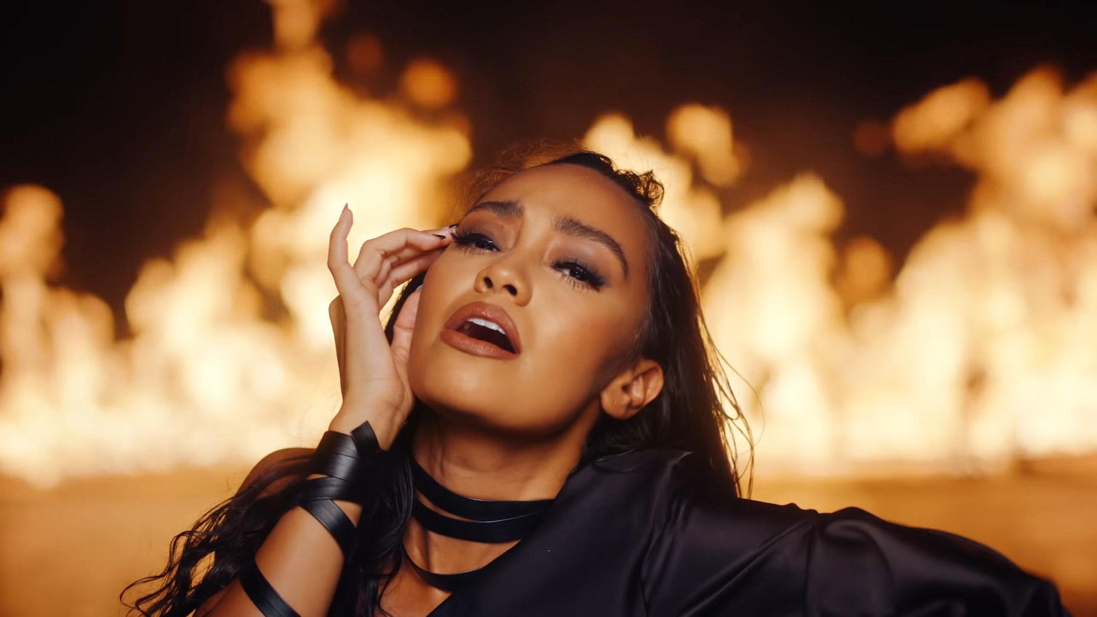 Little Mix - Sweet Melody (Official Video) 3-10 Screenshot